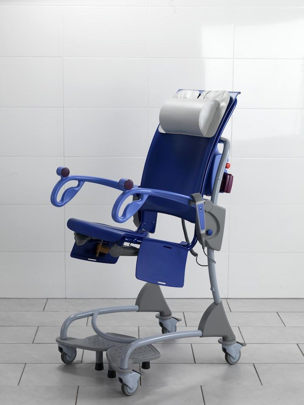 Carino Height Adjustable Shower And Hygiene Commode Chair By Arjohuntleigh Fully Assembled Refurbished With Warranty