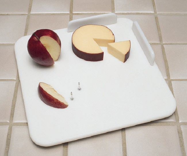Waterproof Nonslip Cutting Board With Food-Holding Spikes